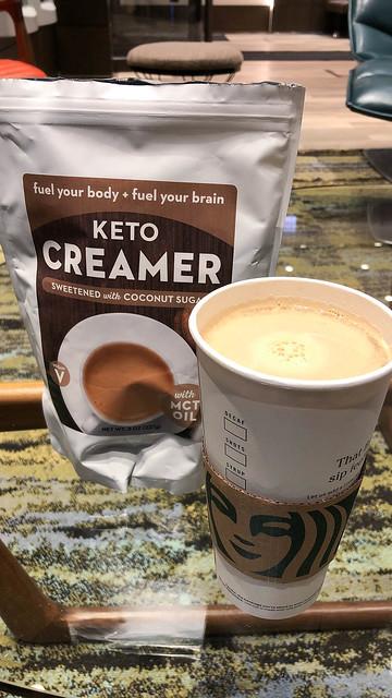 Starbucks To go Becher mit Keto Creamer
