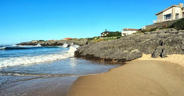 Playa de Cuberris junto al cabo de Ajo.  Cantabria.