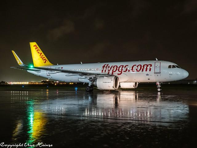 Pegasus Airlines TC-NBN HAJ at Night