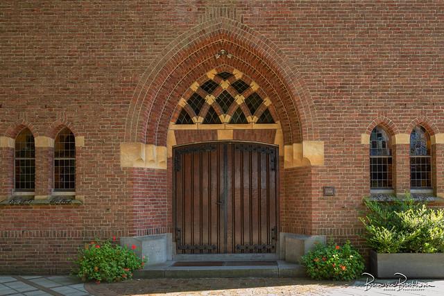 Huge doors (DDD/TDD) Holy Gertrudis church