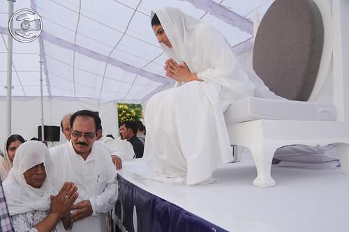 Balbir Singh Ji's family seeking blessings