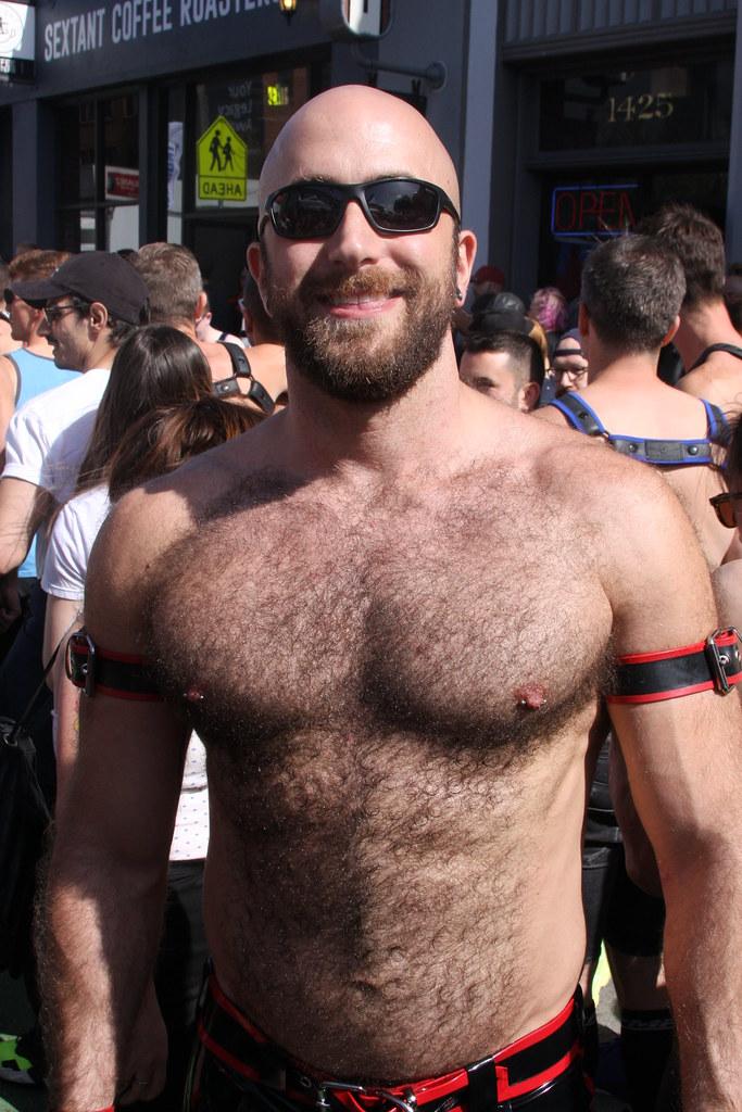 HOT DAMN ! WHAT A FRIGGIN HOT & HAIRY MUSCLE MAN ! ~ FOLSOM STREET FAIR 2019 ! ( safe photo ) ( 50+ faves )
