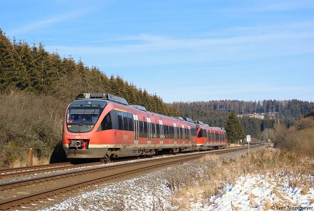 644 512 + 644 547 als RE12 von Köln Messe/Deutz nach Trier Hbf in Blankenheim(Wald) am 5.02.12
