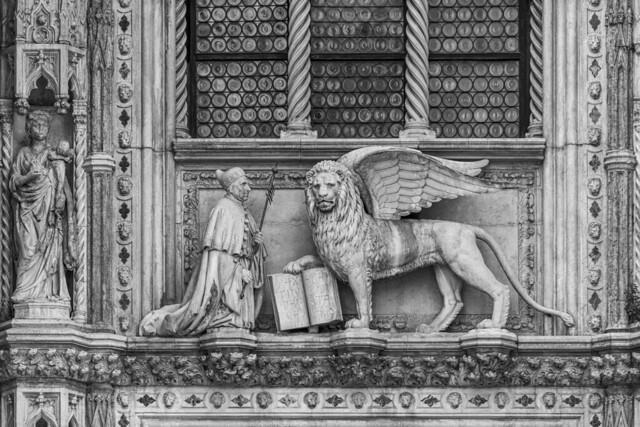 León de San Marcos y el Dux Francesco Foscari.
