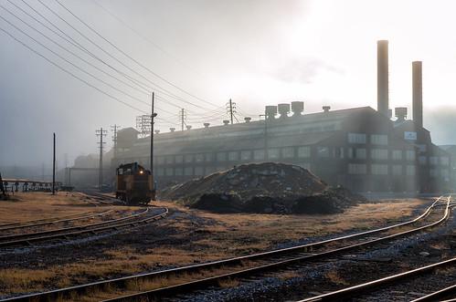 conemaugh black lick shortline johnstown pa pennsylvania switcher sw7 emd locomotive fog sunrise light streaks industry urban industrial gautier steel engine