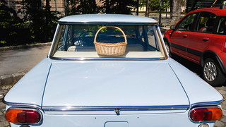 Picnic wickerbasket on the back seat of an oldtimer car