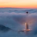 20. Oktoober 2018 - 6:45 - On our last morning in Frisco, we woke up in the clouds... We had to go up above the fog, on Marin Headlands vista point, to have a last peek at the Golden Gate Bridge during sunrise ,when there was a little break in the clouds.  Lors de notre dernière matinée à Frisco, nous nous sommes réveillés dans les nuages... Nous avons dû monter au-dessus du brouillard, sur le point de vue de Marin Headlands, pour jeter un dernier coup d'œil au Golden Gate au lever du soleil, lorsqu'il y avait une petite brèche dans les nuages.