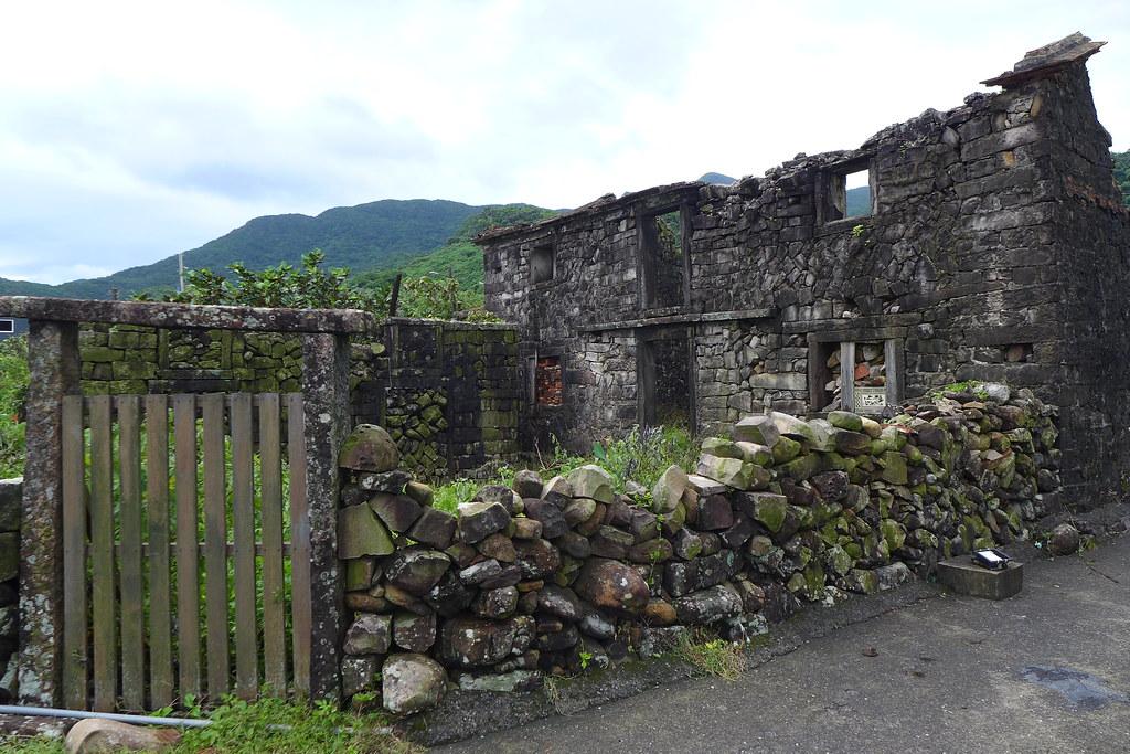 石頭屋見證了卯澳漁村的興衰,這幢兩層樓高的石頭屋,曾經是碾米廠。孫文臨攝