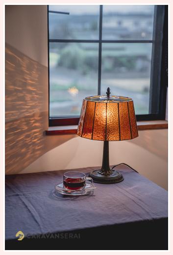 ニジイロランプ アンバーのテーブルランプ