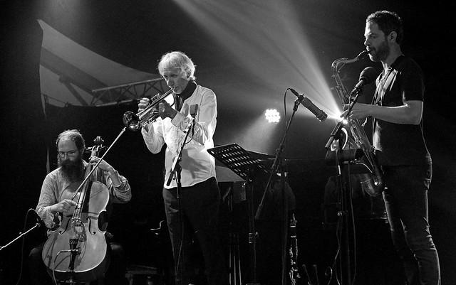 Karsten Hochapfel (violoncelle) Erik Truffaz (tp) Peter Corser (sax, comp)