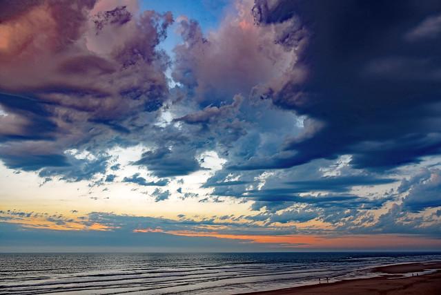 Les nuages sont comme les pensées, les rèveries, les cauchemards du ciel