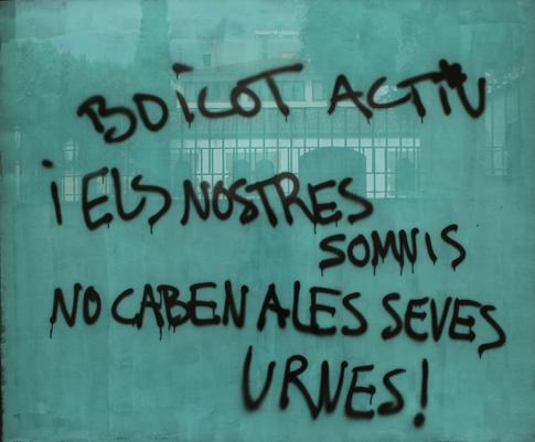 14h02 Arenys Pintada nuestros sueños no caben en sus urnas