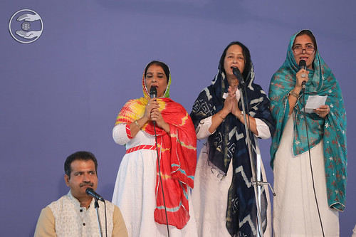 Devotional song by Seema Ji and Saathi, Avtar Enclave DL