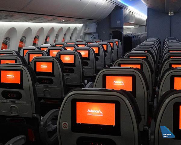 Avianca B787-8 interior Economy Class (RD)