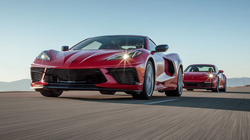 2020-Porsche-911-Carrera-S-2020-Chevrolet-Corvette-3LT-Z51-comparison-test-7