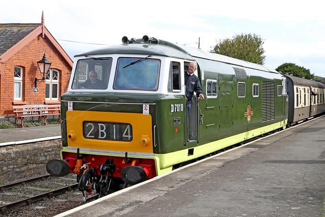 D7018 Class 35 Hymek