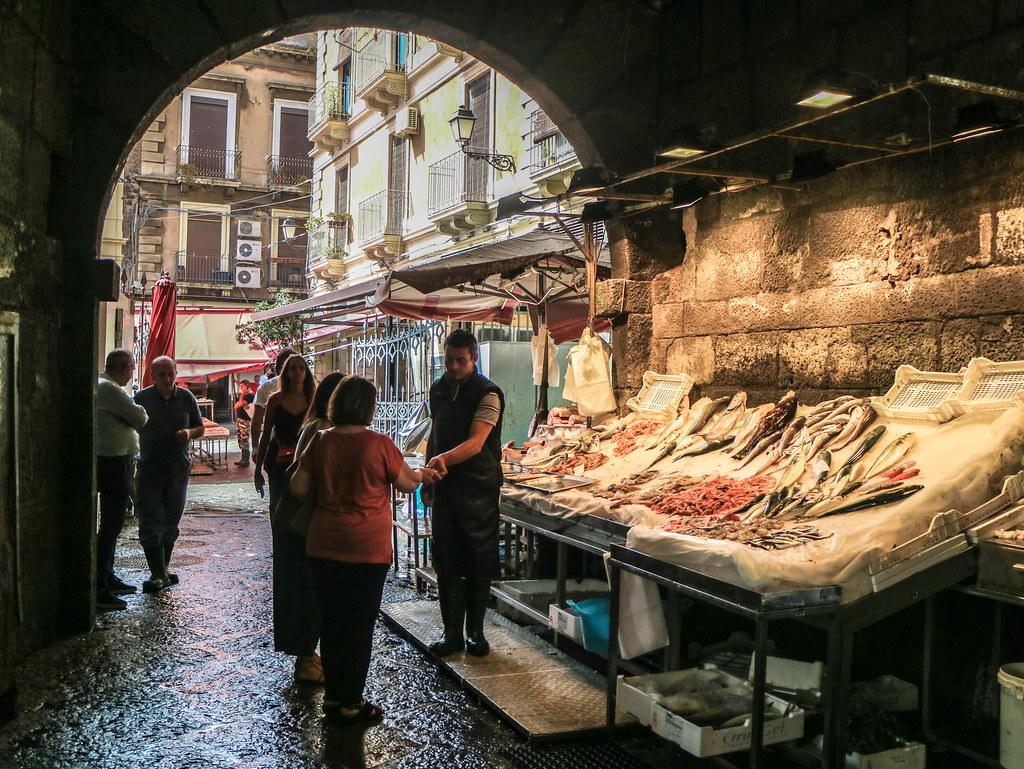 Interior del mercado de Catania