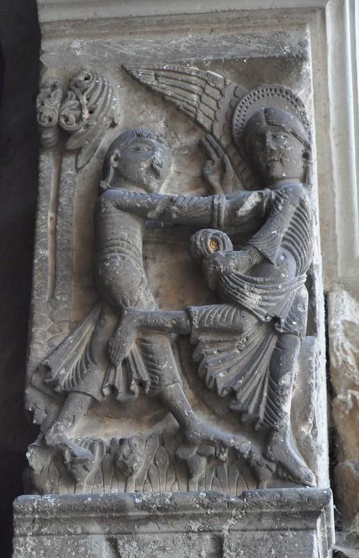 15 Базилика Везле. Рельеф фасада. Борьба Иакова с Ангелом