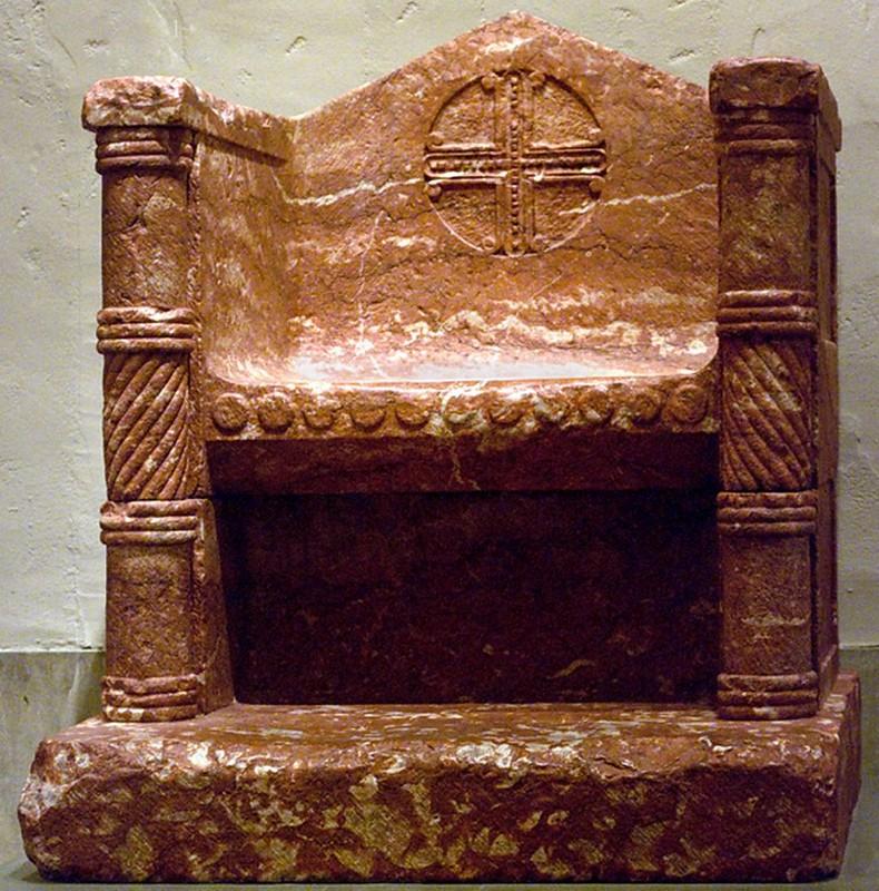 25 Епископский трон. 1150-1200 г.Франция. Руссильон XI в.
