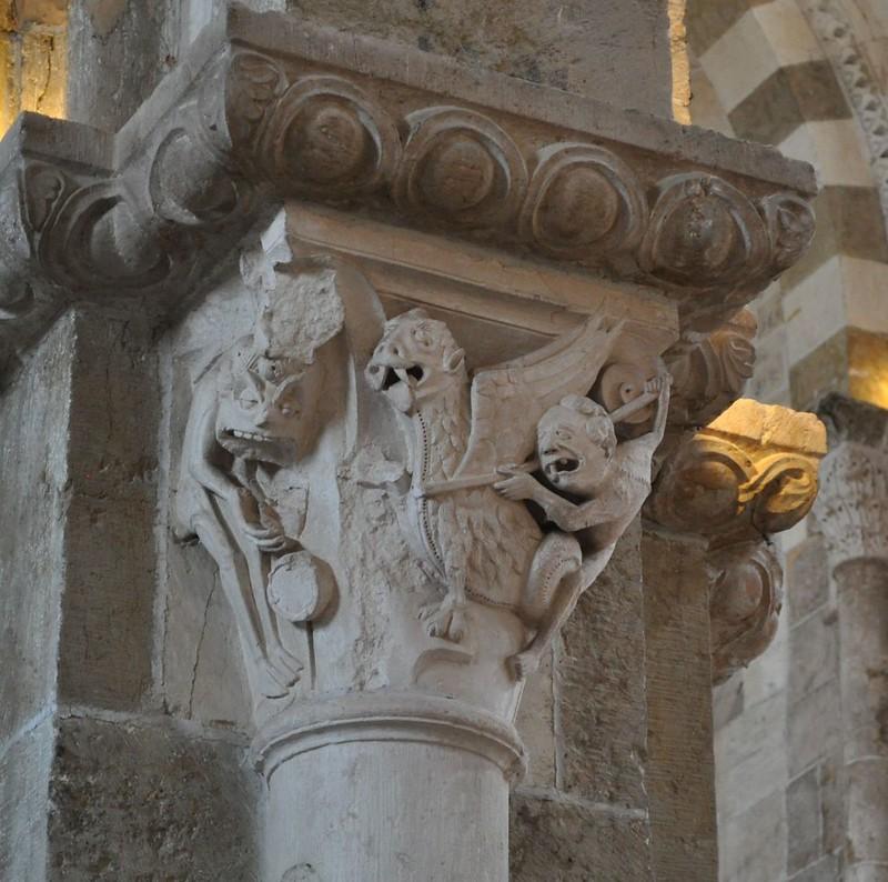 20 Базилика Везле Капитель колонны. Бесы