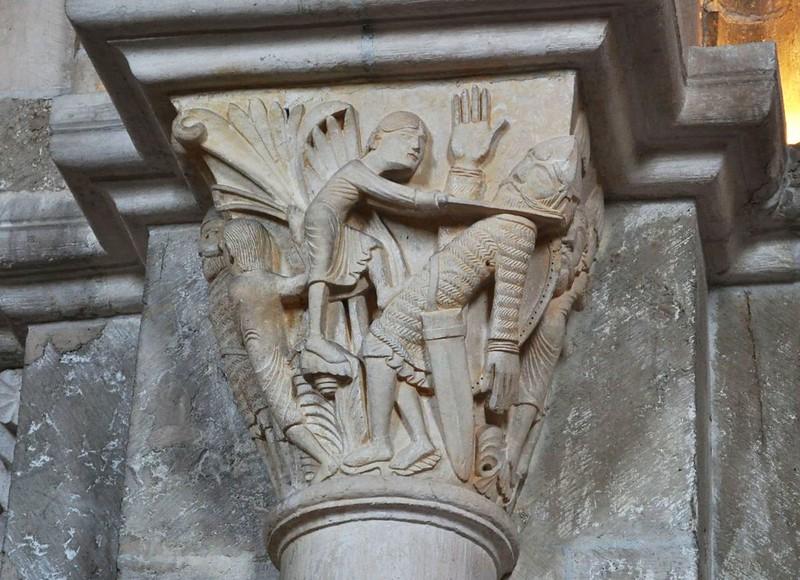 17 Везле. Капитель колонны. Давид отсекает голову Голиафу
