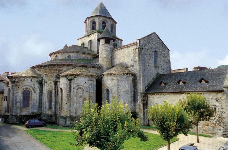 45 Монастырская церковь Сен-Пьер в Больё-сюр-Дордонь XII в