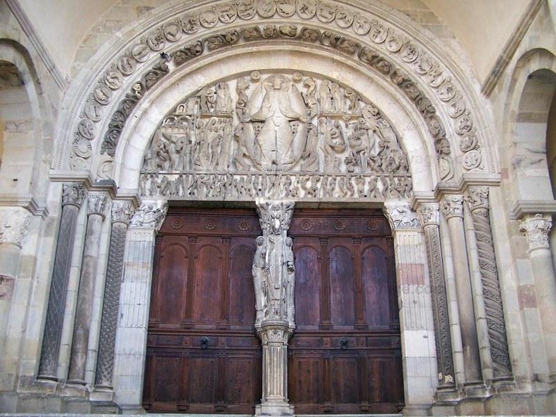 37 Центральный портал собора Сен-Лазар в Отёне XII в.