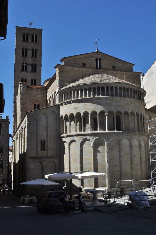 79 Церковь Санта-Мария дела Пьеве, абсида и колокольня XIII в