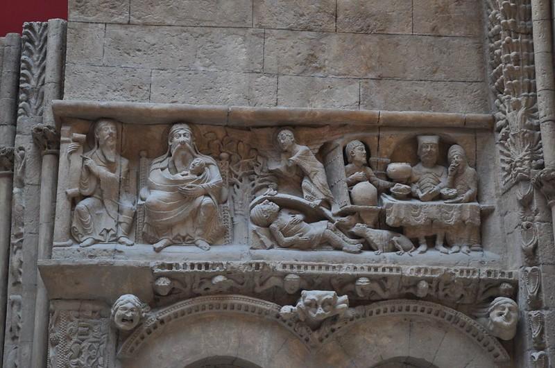 31 Аббатство Сен-Пьер. Притча о богаче и Лазаре. Южный портал