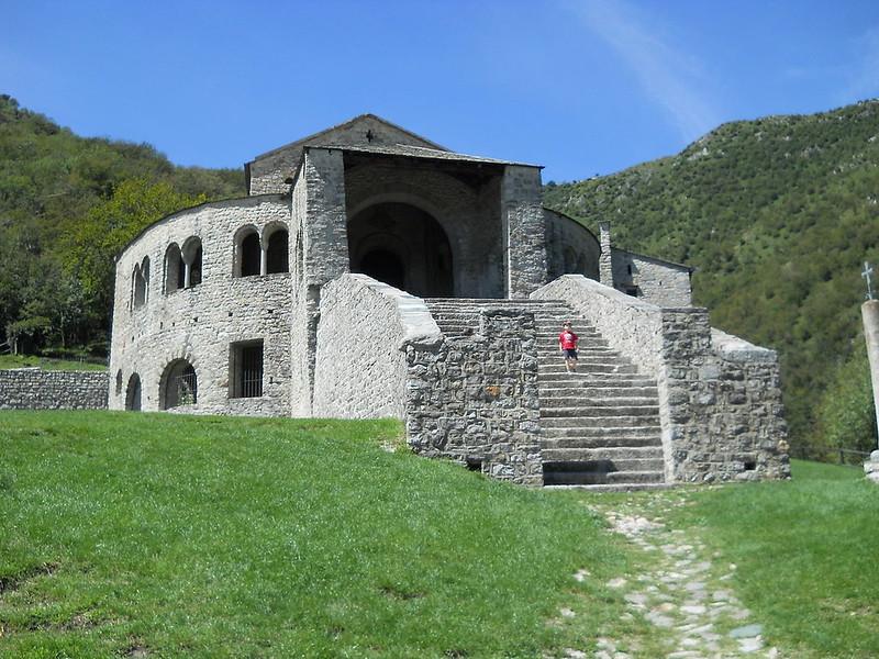 71 Церковь Сан- Пьетро-аль-Монте в Чивате, Италия XI в