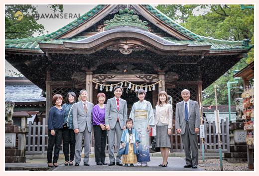 雨の日の七五三 家族・親族の集合写真 深川神社(愛知県瀬戸市)