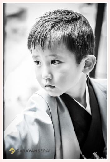 5歳の男の子の七五三 モノクロ写真