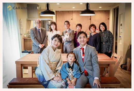 七五三詣りの後、ご自宅で家族・親族の集合写真