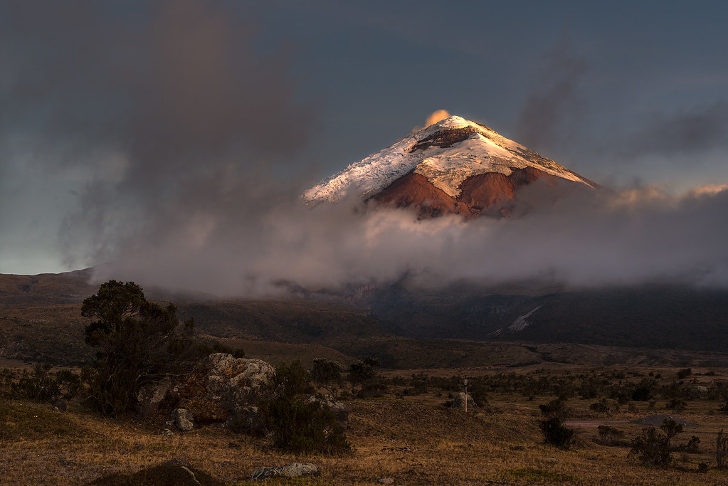 Cotopaxi between night and day