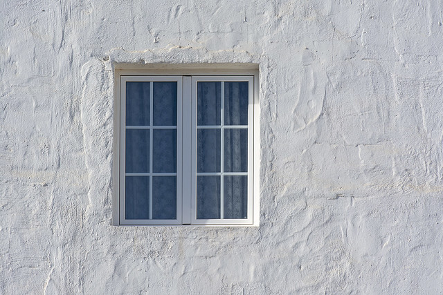 White window, white house