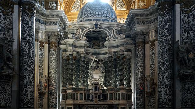 uno scenografico altare