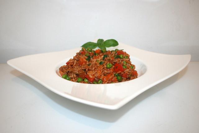 26 - Rice pot bolognese - Side view / Bolognese-Reistopf - Seitenansicht