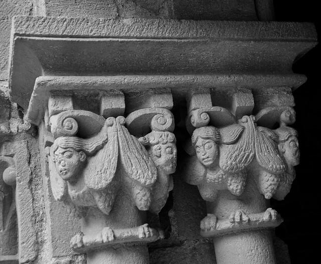 Capitell del Claustre de l'antic Monestir de Sant Pau del Camp, Barcelona. S. XI. Art Romànic.