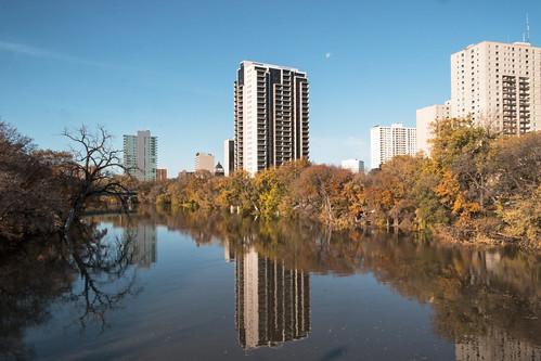 2019101799993 copy winnipeg manitoba canada river assiniboine fall autumn apartment buildings just hobby canaon 70d 2feetandaheartbeat trees highriver flooding