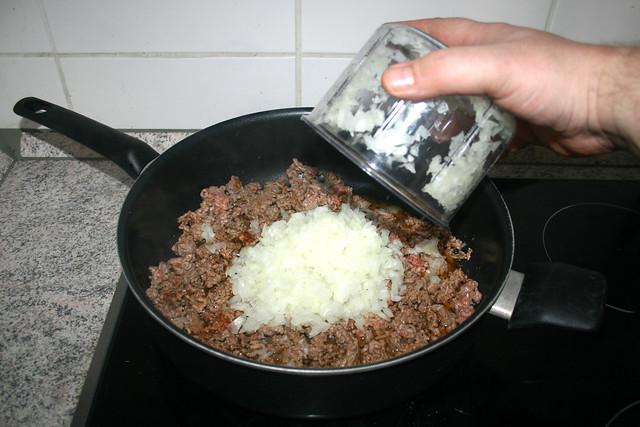 08 - Zwiebel addieren / Add onion
