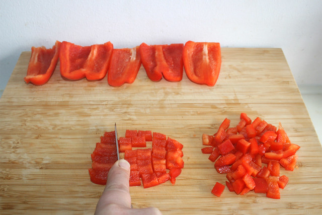 02 - Paprika würfeln / Dice bell pepper