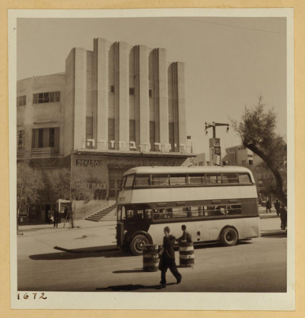 9 марта. Тель-Авив и окрестности,  Кинотеатр Муграби и двухэтажный автобус