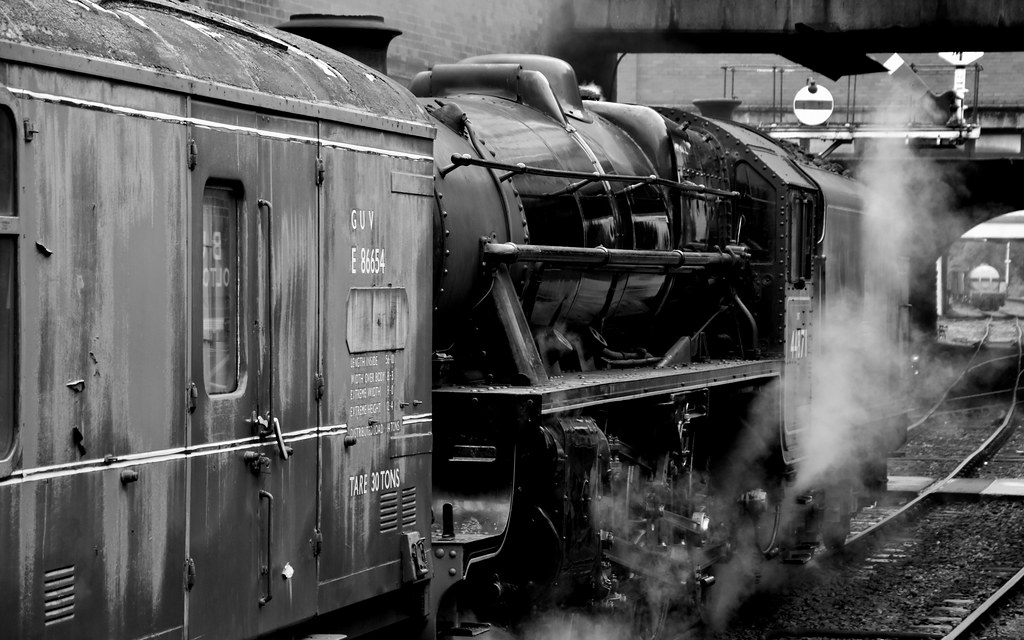 Black 5 44871 on the parcels - The End of British Railways Steam 1968