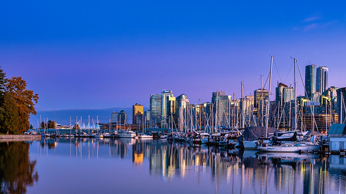 vancouver stanleypark sunset autumn reflections waterfront wideangle gradient hirise downtown yachts boats trees seawall skyline sonya7iii sigma colorful britishcolumbia canada