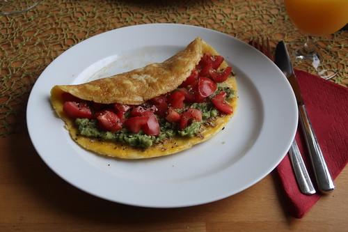 Koriander-Omelett mit Tomaten-Avocado-Füllung (meiner)