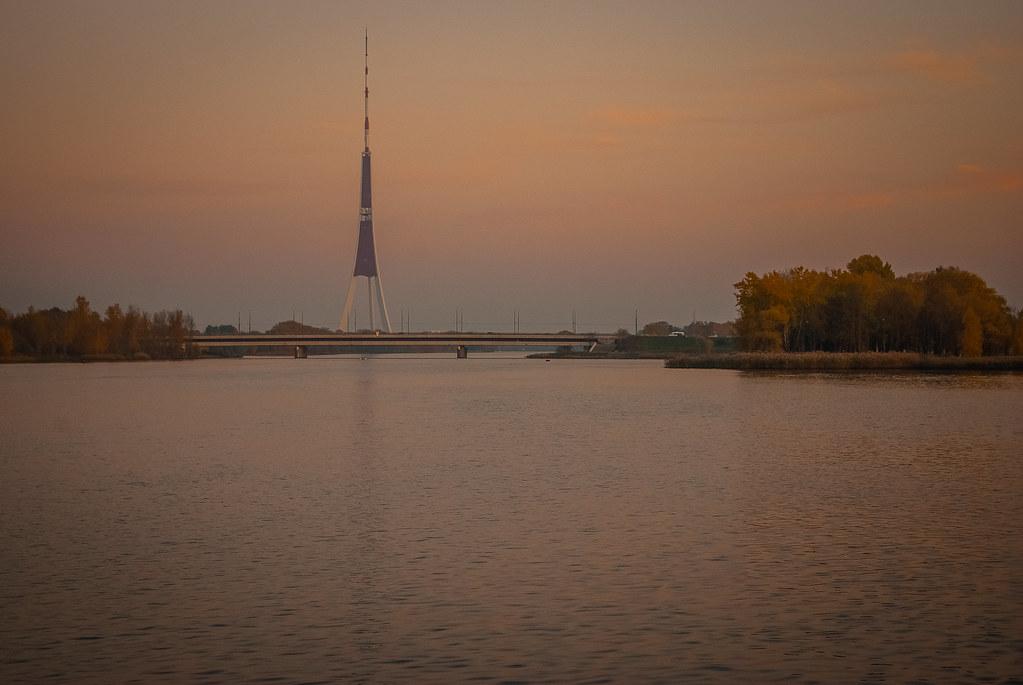 Башня будто парит 18:18:06 DSC_3843