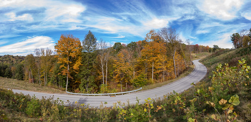 cheswick pennsylvania unitedstatesofamerica pano panoramic panorama fall leaves autumn roads bendy curves sky clouds blue green orange bright day