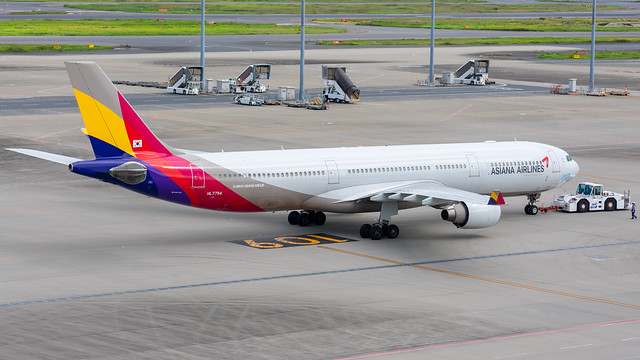 HL7794 Airbus A330-323 Asiana Airlines