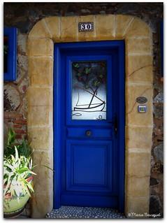 Porte bleue originale au numéro 30