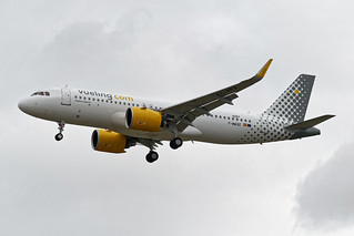F-WWBZ - Airbus A320 - Vueling (test in flight)